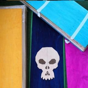 Awesome marquetry skull by @madeinalps 👊 !⠀ 🌈  Loving the use of the coloured maple veneer 🍁 ⠀ . ⠀ #handmade #faitmain #madeinalps #maple #colouredveneer #colouredskateboard #buildyourboard #skatemaker #create #projetbois #boardbuilder #erable #skate #skateboard #planchesurmesure #dreamit #makeit #rideit #roarockitskateboardeurope